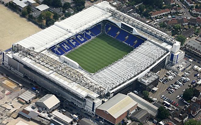 Old Trafford - san van dong hoanh trang nhat Ngoai hang Anh hinh anh 2 9. White Hart Lane (Tottenham- sức chứa: 36.284 người): Những người dân phía đông bắc thủ đô London đã coi White Hart Lane là ngôi nhà thứ hai của mình. Rất đông người hâm mộ đến đây để theo dõi đội bóng yêu thích thi đấu vào mỗi dịp cuối tuần.