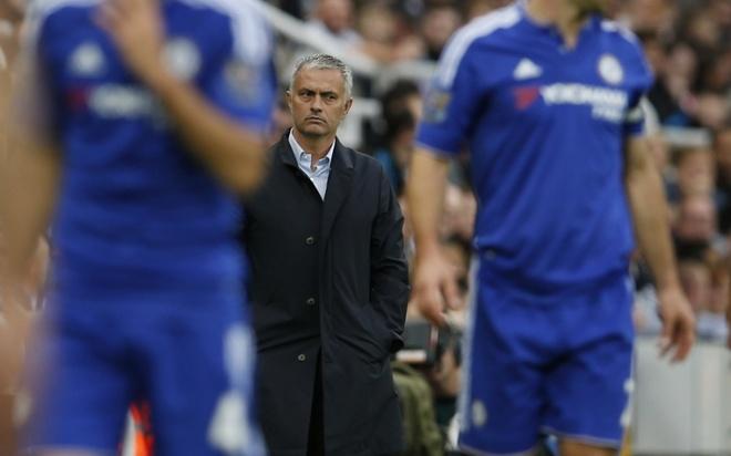 """10 HLV huong luong cao nhat Premier League mua nay hinh anh 10 1. Jose Mourinho (Chelsea- 8,5 triệu bảng/ mùa): Sự xuất hiện của """"Người đặc biệt"""" chính là sự đảm bảo cho thành công ở bất kỳ đội bóng nào ông dẫn dắt. Sau thành công tại mùa giải 2014/15, tổng thu nhập của chiến lược gia người Bồ Đào Nha ước tính lên đến 13,5 triệu bảng."""