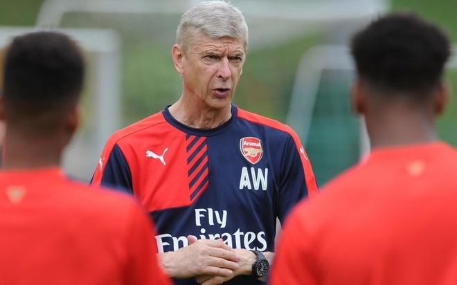 """10 HLV huong luong cao nhat Premier League mua nay hinh anh 9 2. Arsene Wenger (Arsenal- 8,3 triệu bảng/ mùa): Trải qua gần hai thập kỷ, """"Giáo sư"""" giúp đội bóng phía bắc London trở thành một trong những CLB thể thao hàng đầu thế giới. Không ai dám phàn nàn về mức lương của chiến lược gia người Pháp, bởi, những cống hiến của ông cho """"Pháo thủ"""" là không thể đong đếm."""