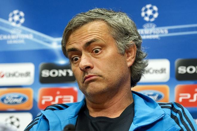 7 van de Mourinho can giai quyet de cuu van su nghiep hinh anh