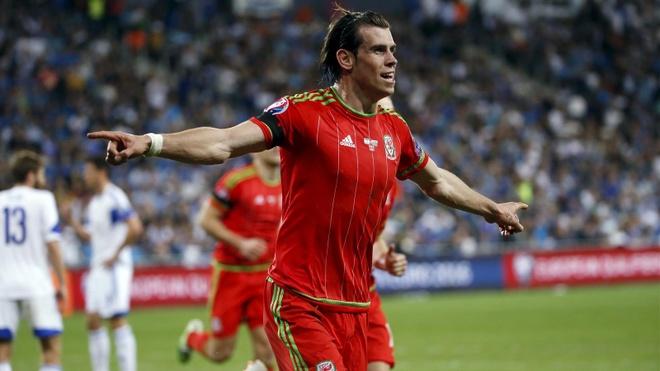 Doi hinh trong mo tai vong chung ket Euro 2016 hinh anh 9 Tiền vệ trái Gareth Bale (Xứ Wales): Giống như những gì Zlatan Ibrahimovic đã làm, ngôi sao thuộc biên chế Real Madrid cũng tự tay đem về tấm vé dự một giải đấu lớn cho đội tuyển quê hương mình sau 57 năm chờ đợi.
