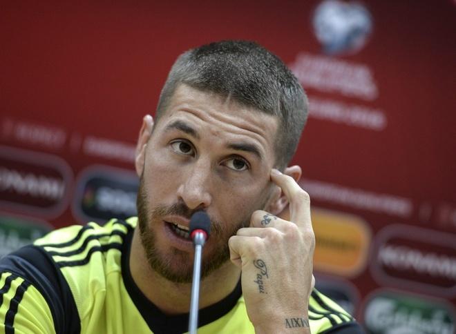 Ramos: 'Barca nen tan huong chien thang truoc khi qua muon' hinh anh