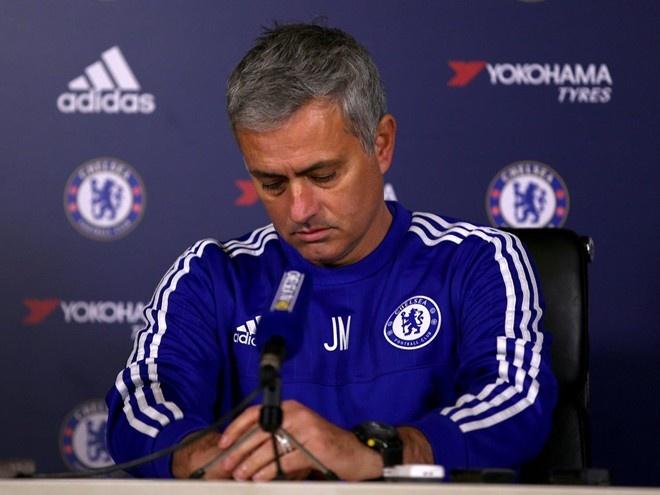 Mourinho la ung vien thay the Van Gaal sau khi mat viec hinh anh 1