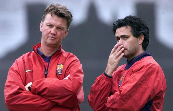 Mourinho la ung vien thay the Van Gaal sau khi mat viec hinh anh 2
