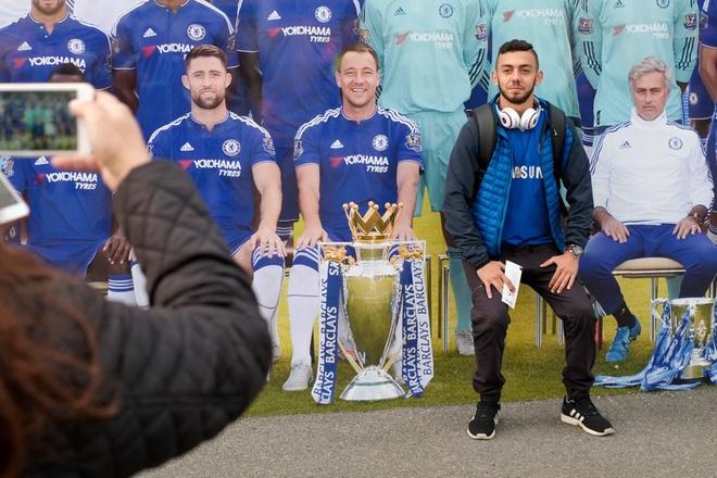 Co dong vien Chelsea phan doi cau thu, ung ho Mourinho hinh anh 12