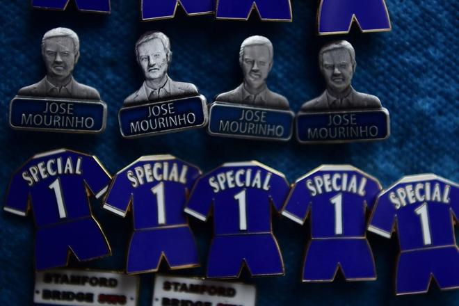 Co dong vien Chelsea phan doi cau thu, ung ho Mourinho hinh anh 13