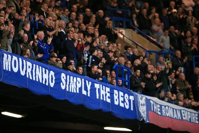 Co dong vien Chelsea phan doi cau thu, ung ho Mourinho hinh anh 8