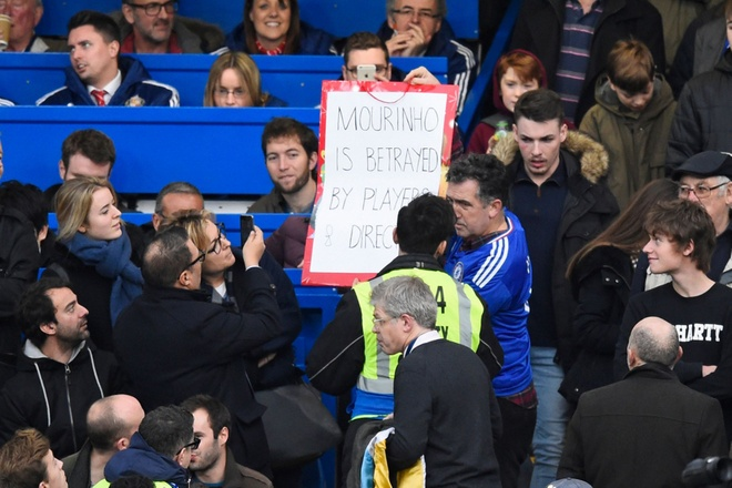 Co dong vien Chelsea phan doi cau thu, ung ho Mourinho hinh anh 3