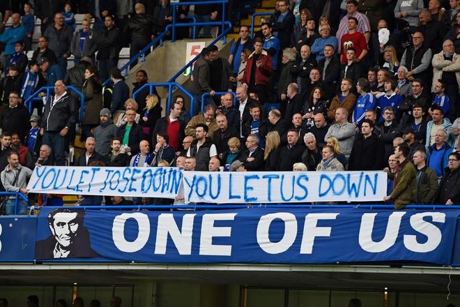 Co dong vien Chelsea phan doi cau thu, ung ho Mourinho hinh anh 6