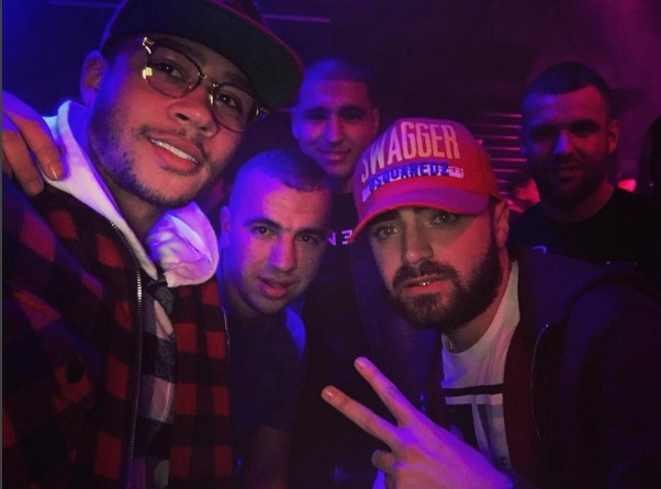 Phot lo chi trich, Memphis Depay tiep tuc loi song buong tha hinh anh 1