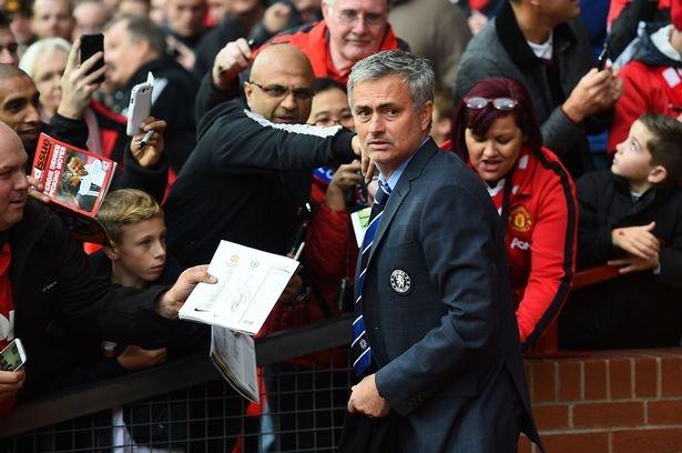 He lo nhung dieu khoan dau tien giua MU voi Mourinho hinh anh 1