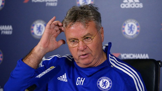 Guus Hiddink lap ky luc trong ngay Chelsea bi cam hoa hinh anh 1