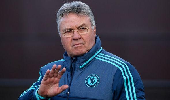 Guus Hiddink lap ky luc trong ngay Chelsea bi cam hoa hinh anh