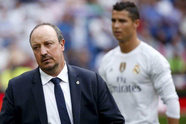 Bi Benitez coi thuong, Ronaldo gui USB ban thang dap tra hinh anh 1