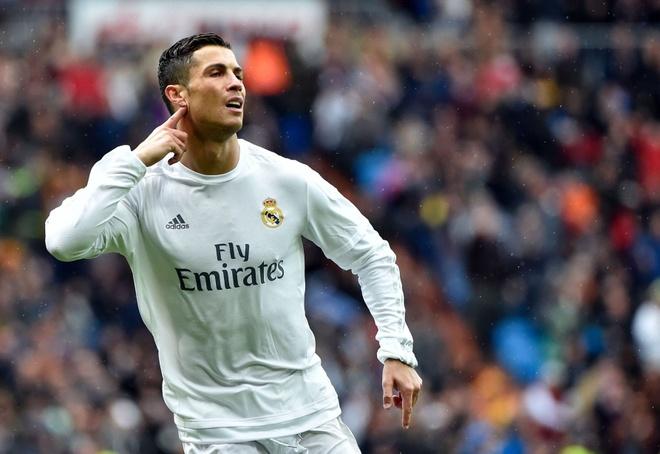 Bi Benitez coi thuong, Ronaldo gui USB ban thang dap tra hinh anh