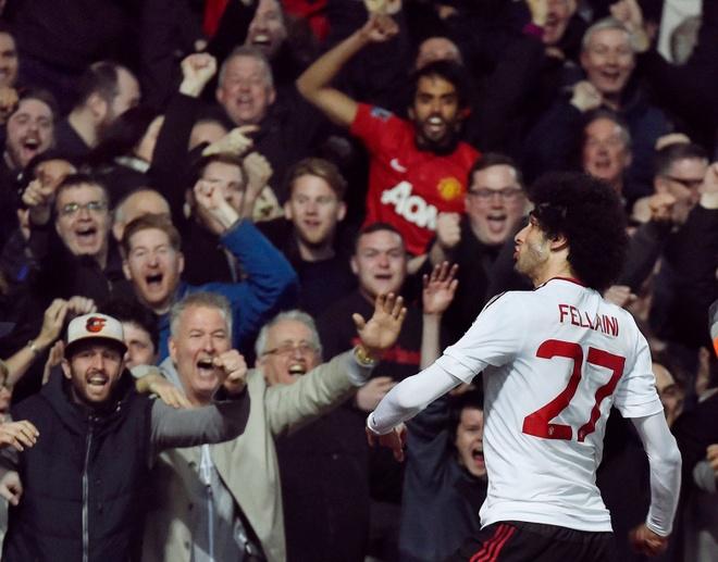 Rio Ferdinand: 'Thang Barca khong dang de an mung' hinh anh 3
