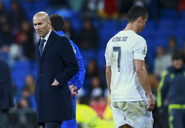 Ronaldo buoc phai nghi thi dau vi chan thuong hinh anh 1