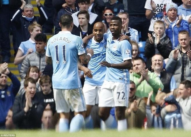 Man City vuon len thu 3 sau tran thang Stoke 4-0 hinh anh 10