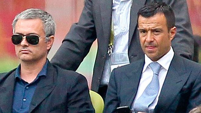 Dai dien cua Mourinho bat ngo xuat hien tai Manchester hinh anh