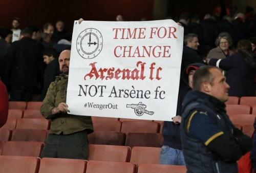 Arsene Wenger bong gio viec roi Arsenal vao cuoi mua hinh anh 2