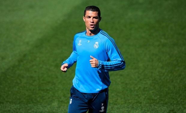 Ronaldo cung dong doi thu gian truoc tran gap Man City hinh anh 1