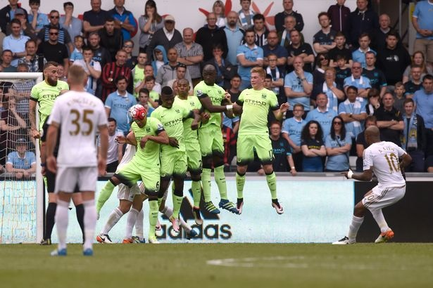 Man City mat top 4 neu MU thang Bournemouth 19 ban cach biet hinh anh 2