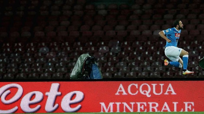 Suarez, Higuain sat canh trong doi hinh hay nhat chau Au hinh anh 12