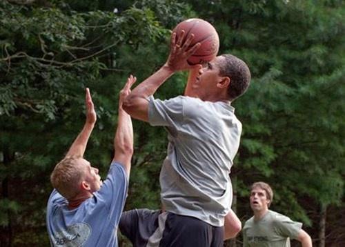 Tong thong Obama khien binh si tram tro vi cu nem ro ba diem hinh anh