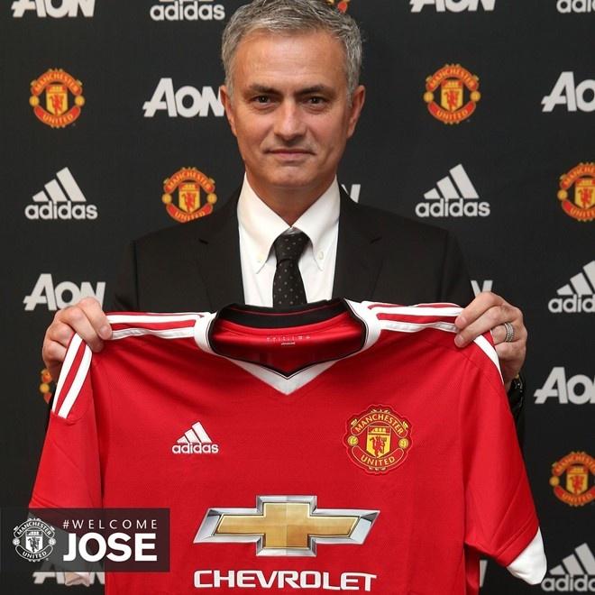 Mourinho: 'Hay quen 3 mua giai vua qua di' hinh anh 1