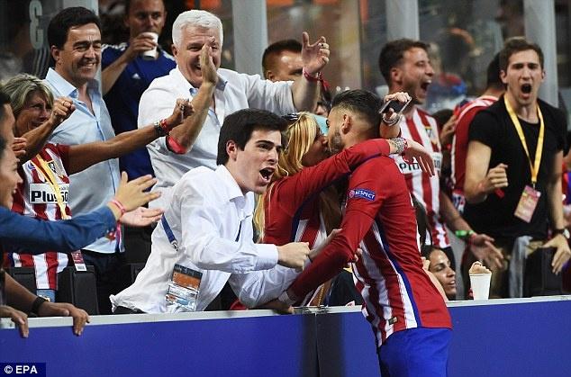 Sao Atletico duoc hoa hau Bi 'thuong' sau khi xe luoi Real hinh anh 1