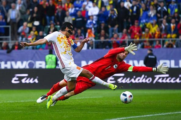Pedro lap cong giup Tay Ban Nha thang de Bosnia hinh anh 10