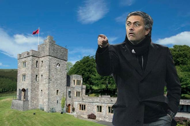 Toa lau dai trang le cua Mourinho o Manchester hinh anh
