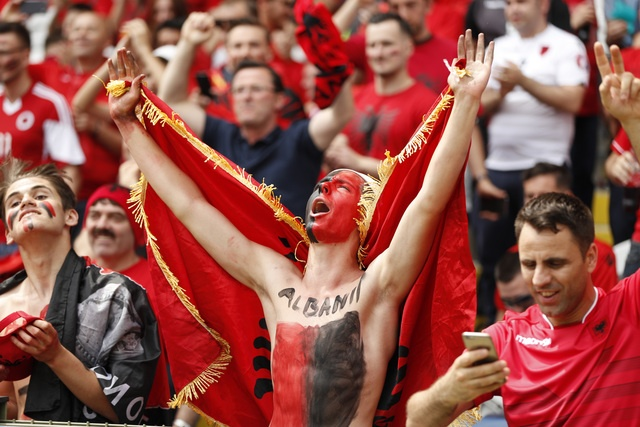 Thuy Si - Albania (1-0): Tiec cho Albania hinh anh 21