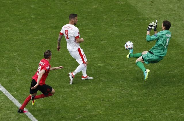 Thuy Si - Albania (1-0): Tiec cho Albania hinh anh 24