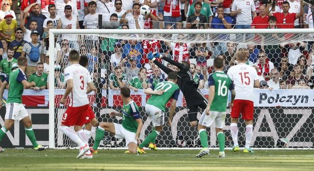 Ba Lan 1-0 Bac Ireland: Chien thang dau tay cua 'Dai bang' hinh anh 19