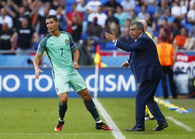Fan 'che' noi dung manh giay bi an Ronaldo nhan tu HLV hinh anh 1