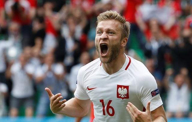 Ba Lan gianh ve vao tu ket sau loat penalty can nao hinh anh 19
