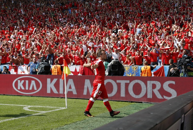 Ba Lan gianh ve vao tu ket sau loat penalty can nao hinh anh 26