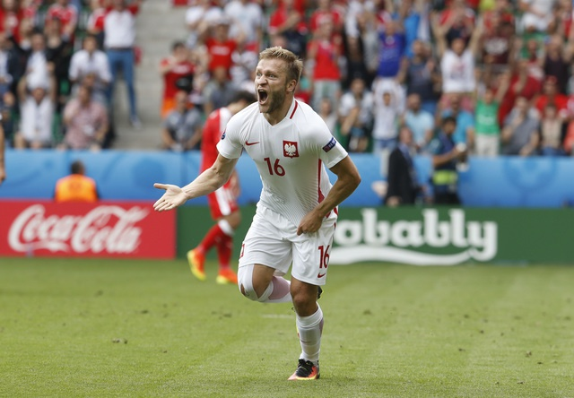 Ba Lan gianh ve vao tu ket sau loat penalty can nao hinh anh 21