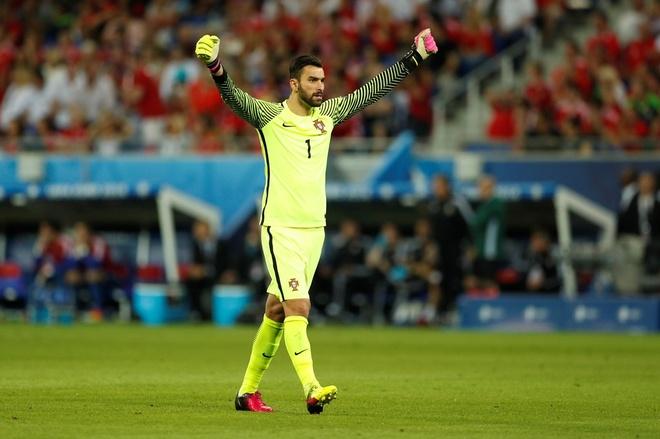 Ronaldo dan dau doi hinh tieu bieu Euro 2016 hinh anh 2