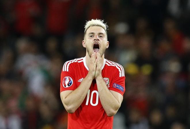 Ronaldo dan dau doi hinh tieu bieu Euro 2016 hinh anh 10