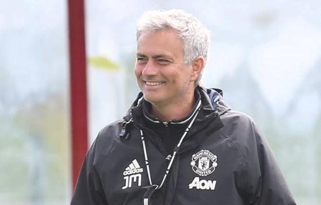 Jose Mourinho, Mata rang ro trong buoi tap dau tai MU hinh anh