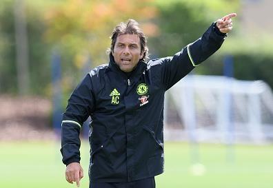 Antonio Conte chay het minh trong buoi tap dau o Chelsea hinh anh