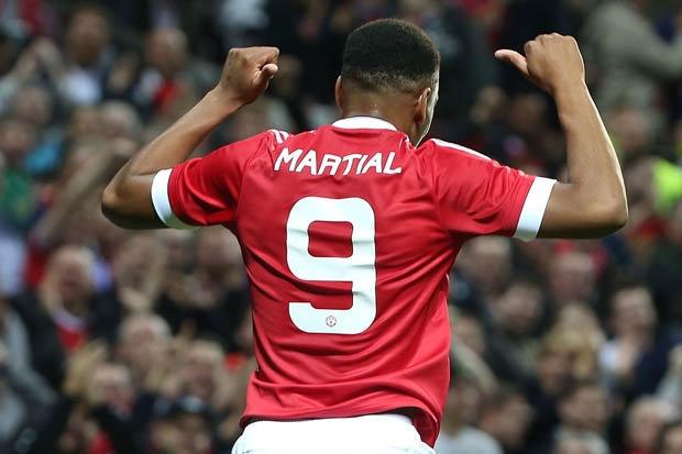 Nghi van Martial nhuong ao so 9 cho Ibrahimovic hinh anh