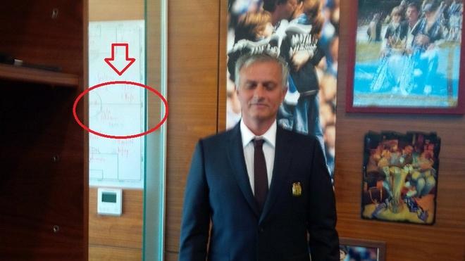 He lo so do chien thuat cua Mourinho mua toi: Co ten Pogba hinh anh