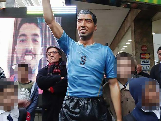 Tham hoa dieu khac mang ten Luis Suarez tai que nha hinh anh 1