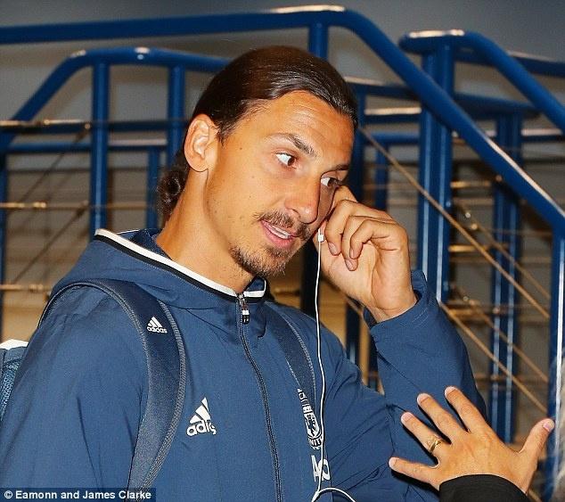 Ibrahimovic hua ra san trong tran gap Galatasaray hinh anh 3