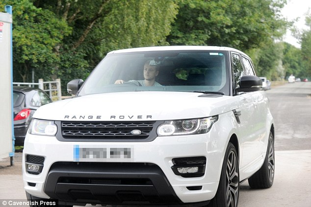 Sao MU lai sieu xe den san chuan bi cho ngay vui cua Rooney hinh anh 3