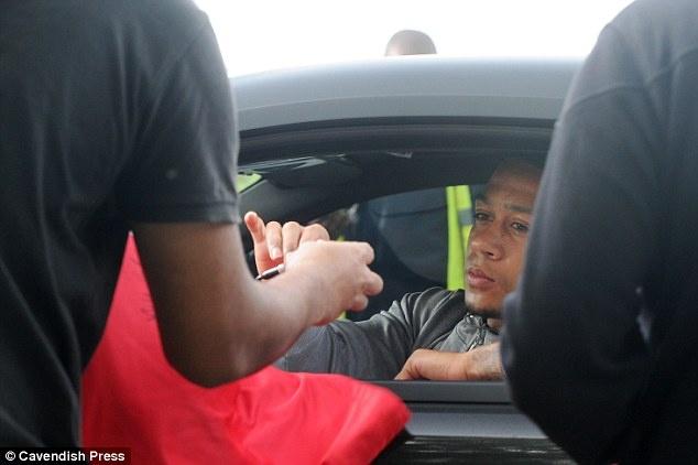 Sao MU lai sieu xe den san chuan bi cho ngay vui cua Rooney hinh anh 5