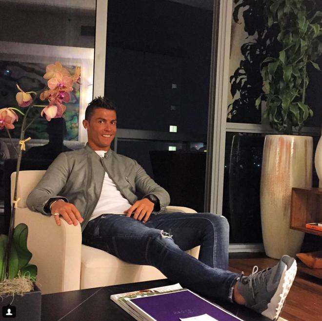 Ronaldo dong gia canh sat khien ban than thot tim hinh anh 1